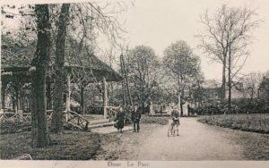 En 1941, le Parc de Dour a été transformé en champ de pommes de terre et de haricots tandis que le kiosque a vu sa balustrade démontée pour servir de bois de chauffage.