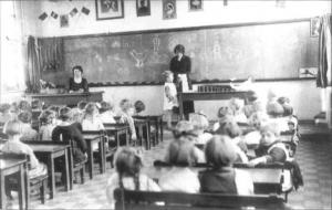 Classe de l'école communale pour garçons de l'école de Plantis à Dour