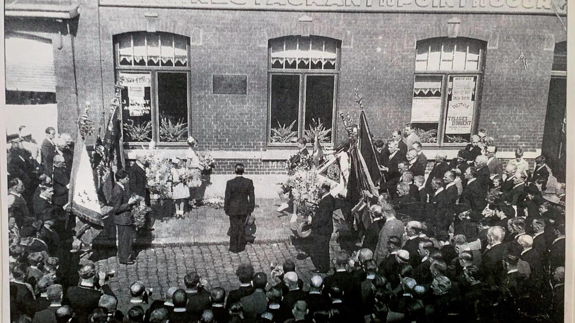 28 juillet 1946 - Place des Martyrs. Inauguration du mémorial des prisonniers politiques dourois martyrisés dans les camps de concentration